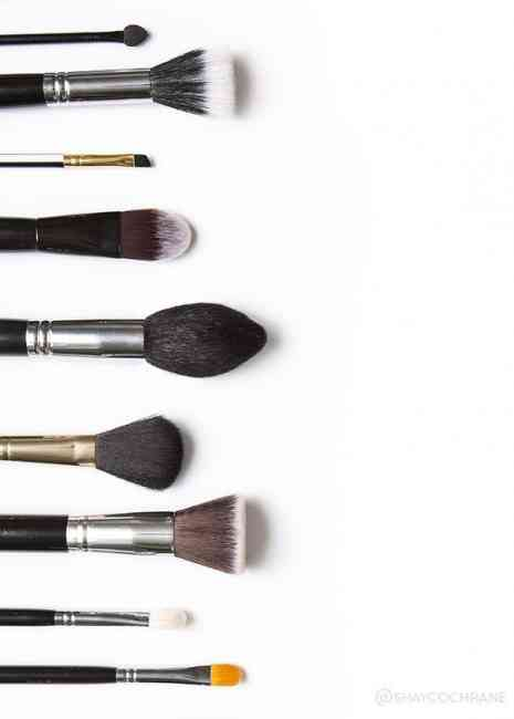 Lots of makeup brushes lining up to be washed
