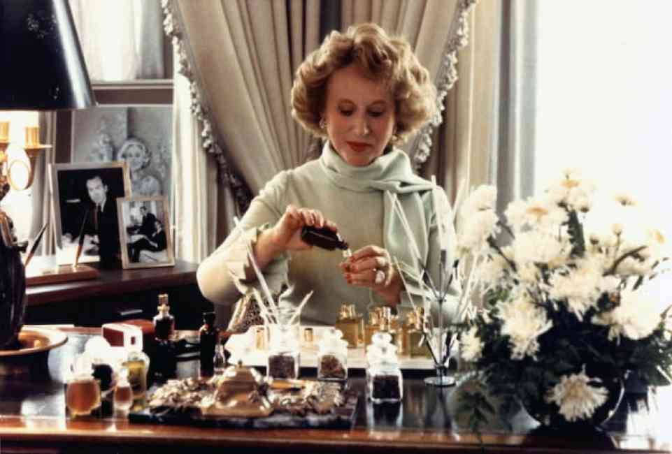 Estée Lauder mixing her body oils and cosmetic products.