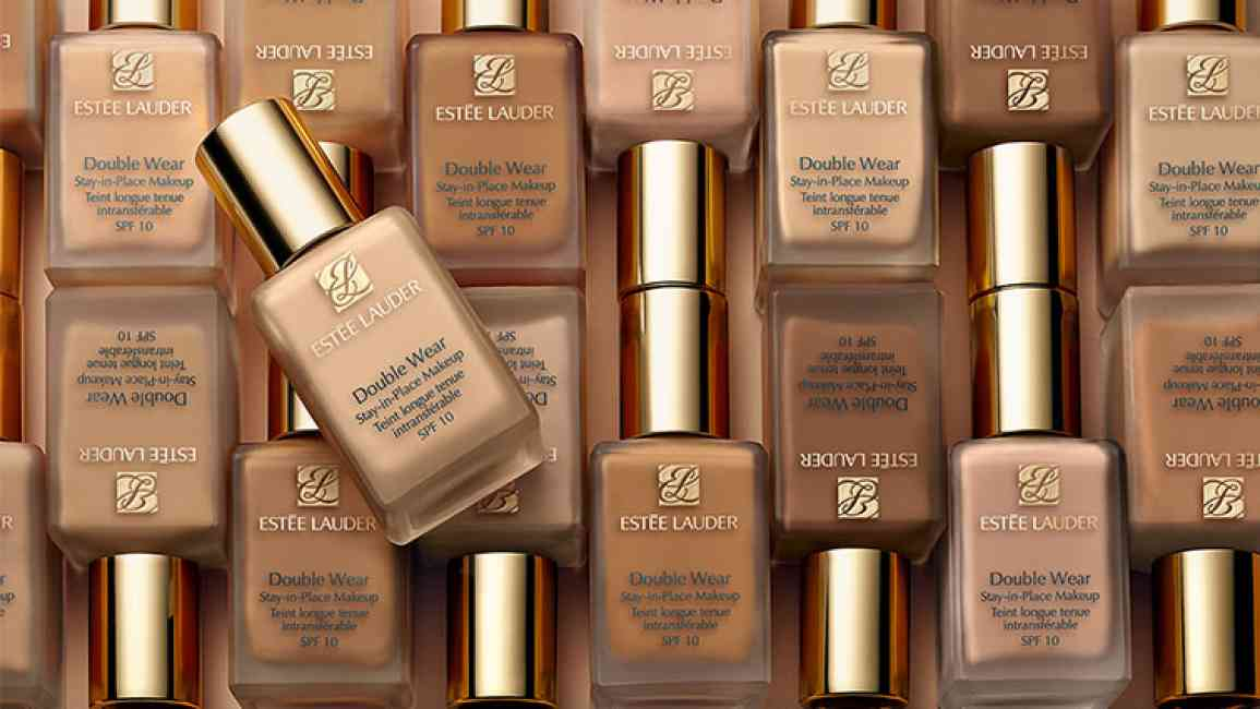 Collage of Estée Lauder double wear foundation.