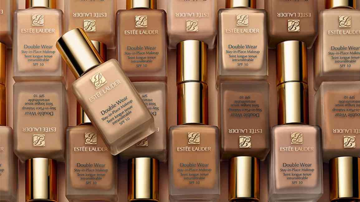 Collage of Estée Lauder double wear foundation.